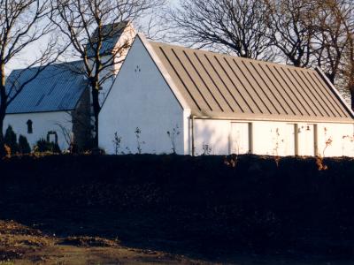 Graverbygning ved Vester Nebel Kirke