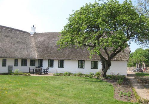Farup Kirkehus med nyt stråtag